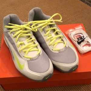 e193a56ad4392 BRAND NEW Nike Women's Air Team Destroyer 3 Cleats NWT